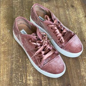 Steve Madden pink velvet tennis shoes sz 8